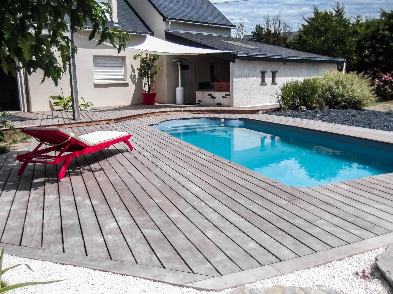 pose-terrasse-bois-piscine